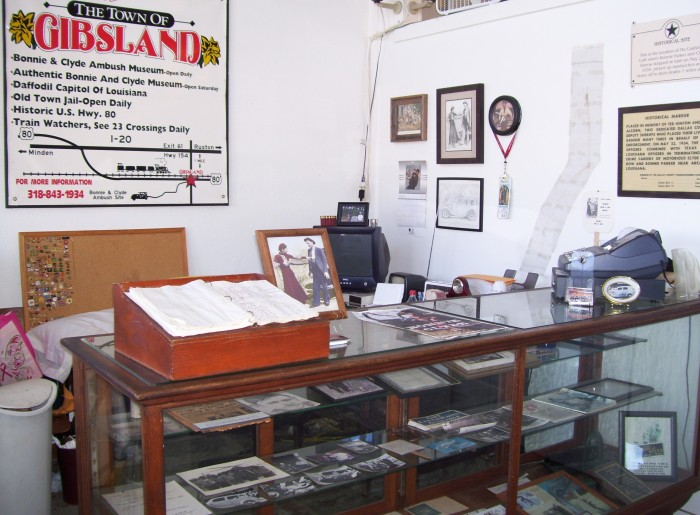 Inside the lobby of the Bonnie and Clyde Ambush Museum.